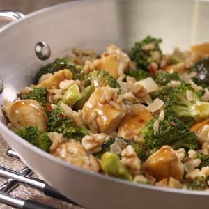 Orez brun cu pui și broccoli