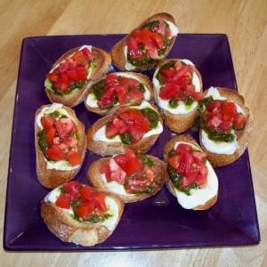 Bruschette cu mozzarella și roșii